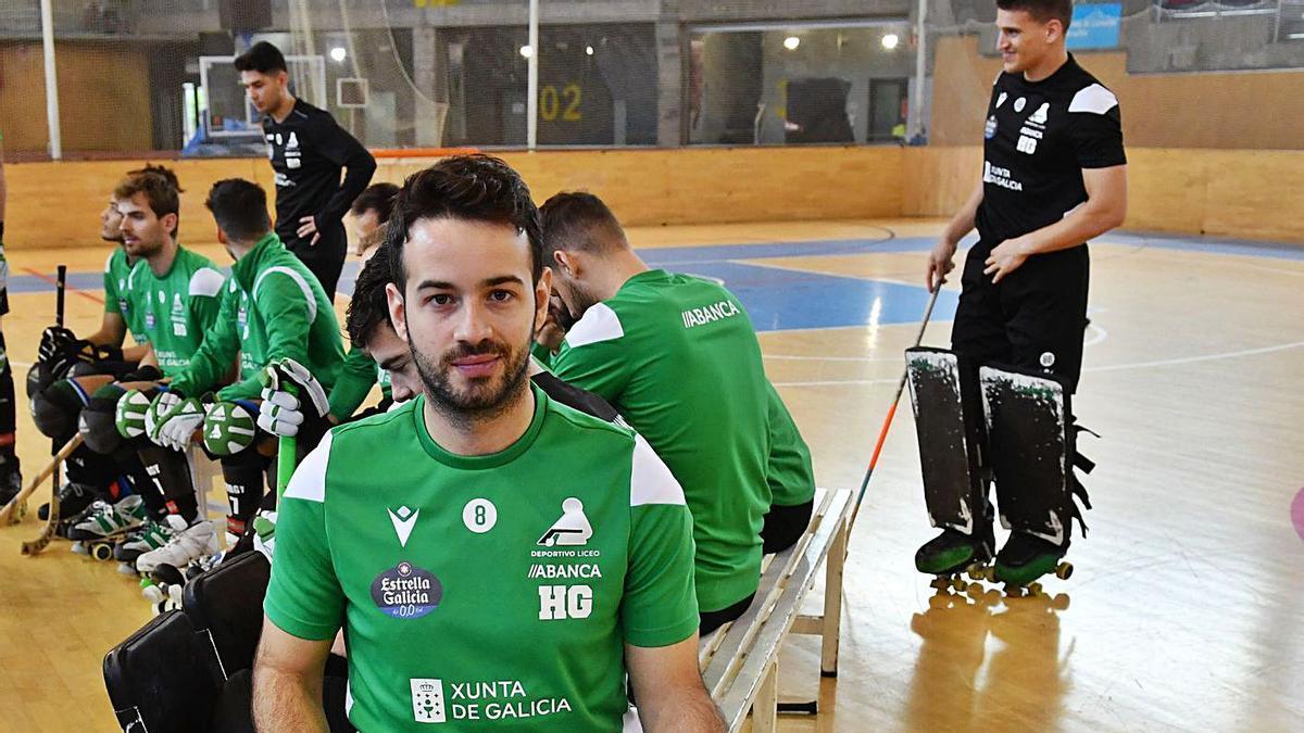 David Torres, ayer, en el Palacio de los Deportes de Riazor durante el entrenamiento del Liceo. |  // VÍCTOR ECHAVE