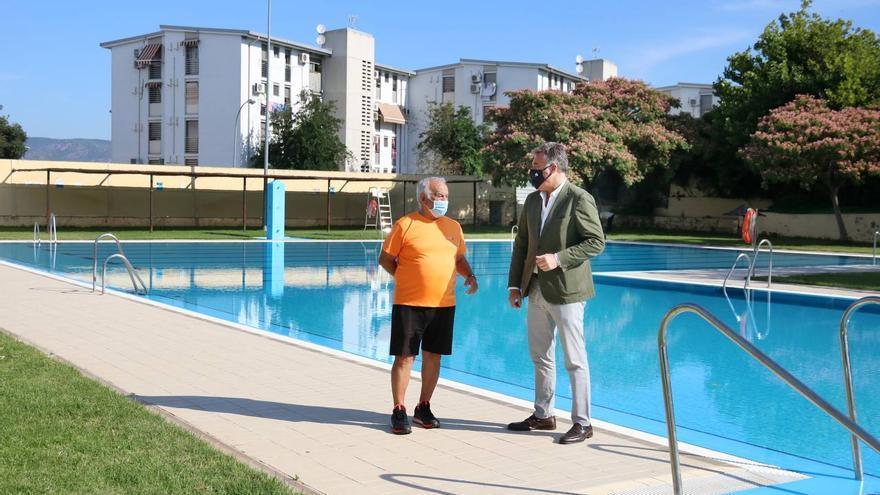 Las piscinas municipales abren con aforos completos y listas de espera