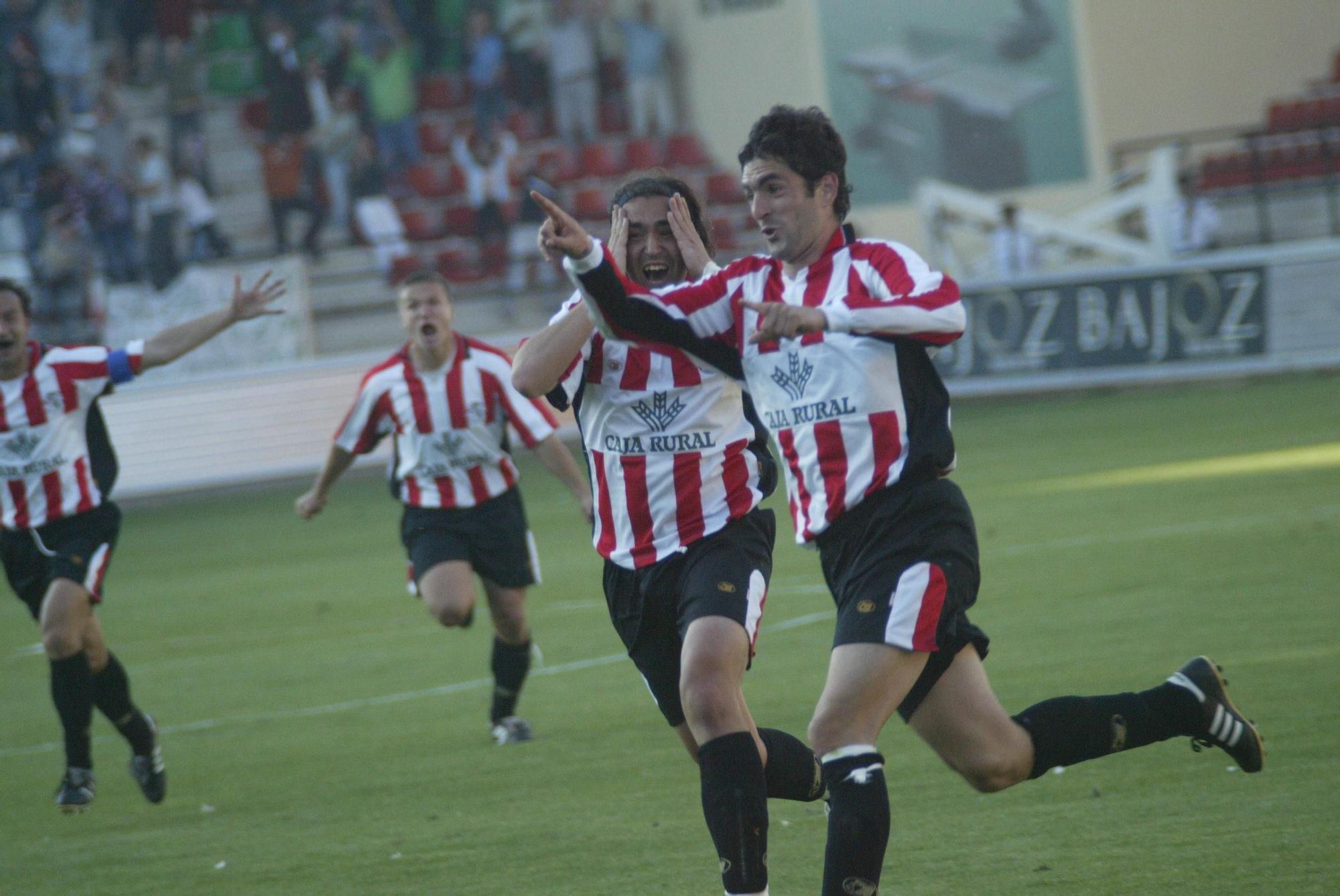 3. Balta celebra el gol de Aiert en el Ramón Sánchez Pizjuán. El Zamora empató a uno con el Sevilla B y se clasificó para la final por el ascenso en la temporada 2004-2005.