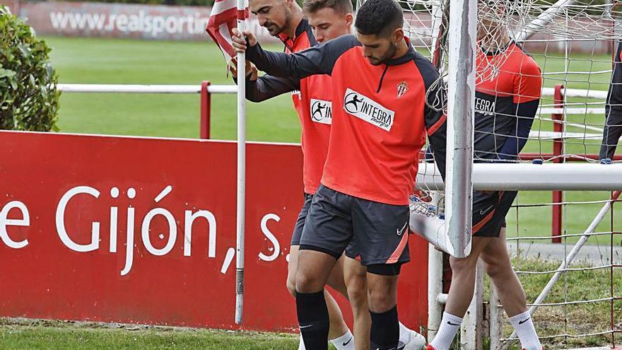 Djuka se queda solo en ataque; Pablo Pérez, baja junto a Campuzano