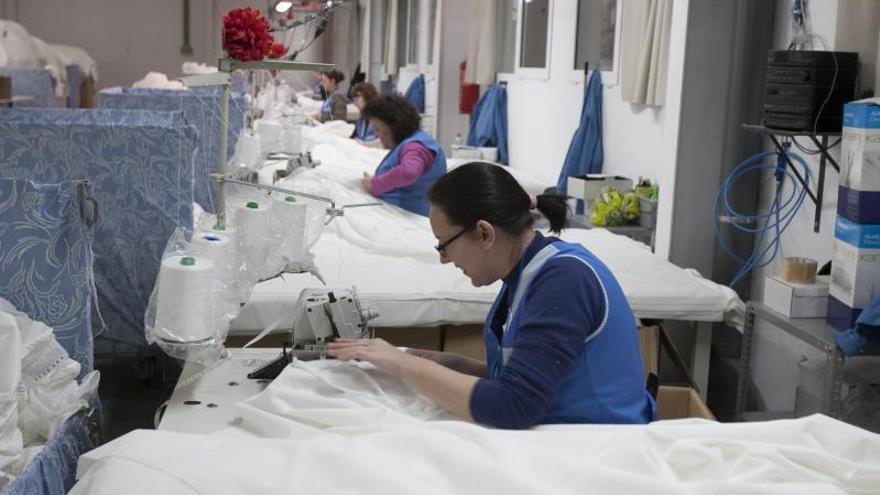 La industria de la Vall busca acercar la producción ante la crisis de suministros
