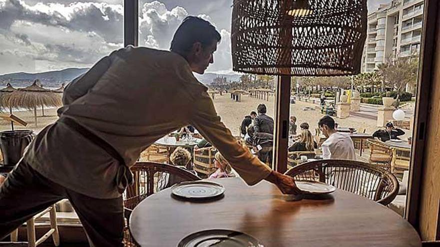 So entwickeln sich die Gehälter von Führungskräften und Angestellten auf Mallorca