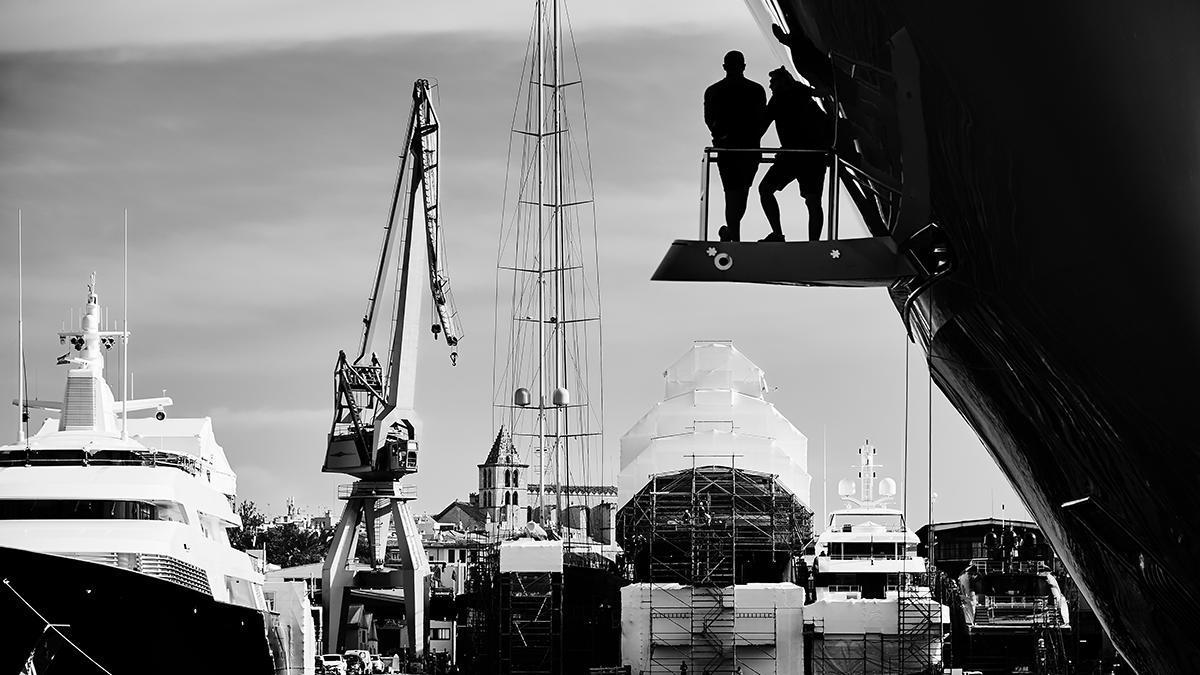 En Astilleros de Mallorca pueden trabajar en un solo barco hasta 250 personas de distintas empresa, nacionalidades y especialidades, un enorme reto de coordinación.