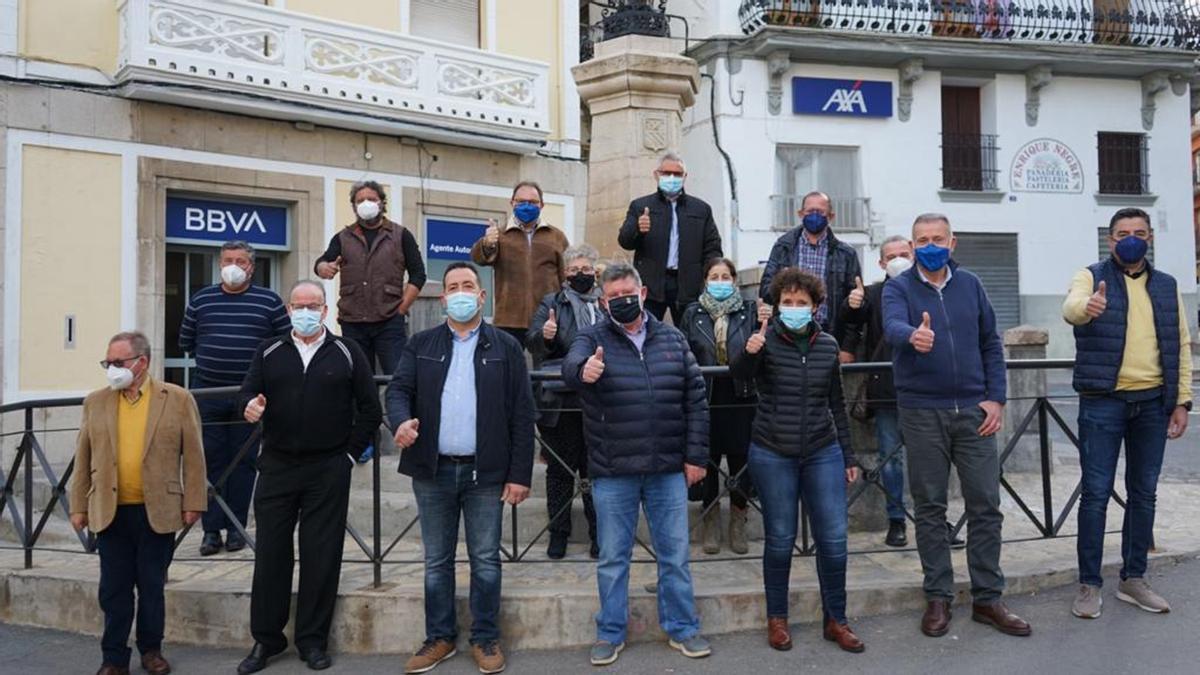 Carmina Ballester, en un encuentro en Llucena, recibe el apoyo de alcaldes y portavoces de la comarca