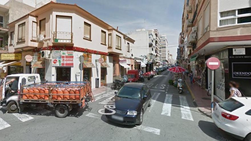 """Multada con 200 euros por """"conducir bailando"""" en Torrevieja"""