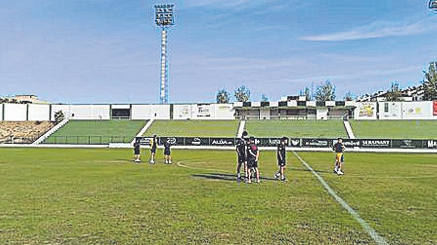 Antequera y Vélez estrellan sus ataques ante los arqueros de San Roque y Montijo