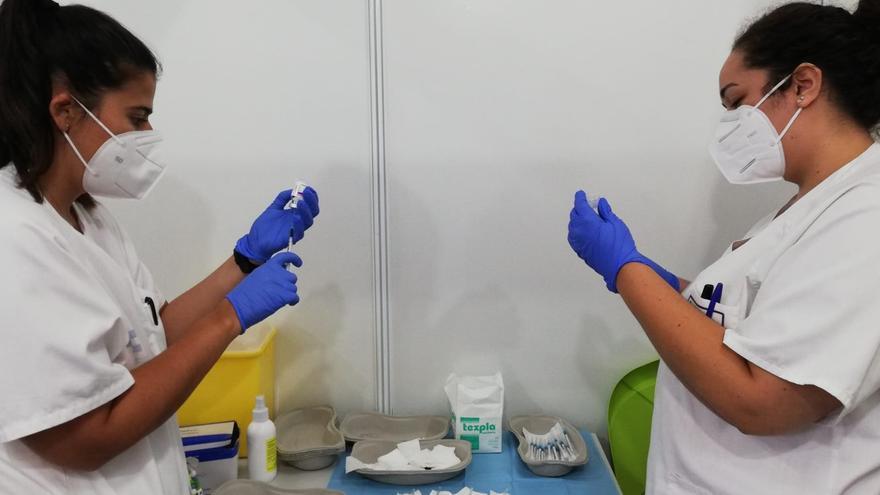 Canarias alcanza el 70 por ciento de su población diana con las dos dosis de la vacuna