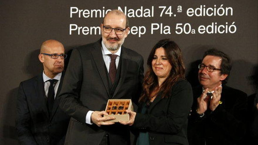 Antoni Bassas rep el Premi Pla i Alejandro Palomas s'emporta el Nadal