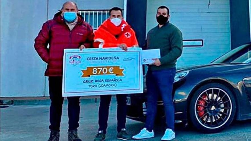 Embutidos Ballesteros dona 870 euros a Cruz Roja para los niños