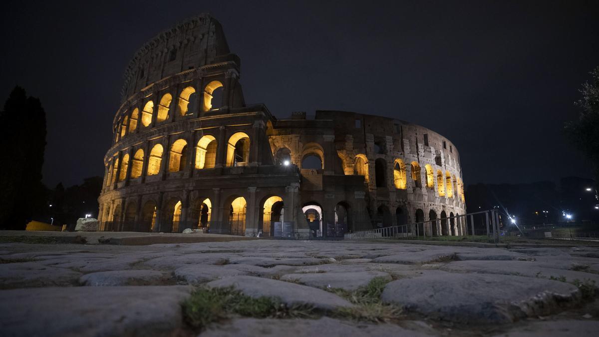 El Coliseo de Roma vacío durante el toque de queda en Italia