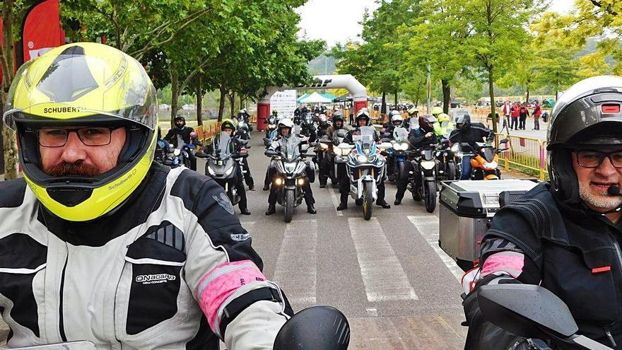 Uns 2.500 motoristes arrenquen a Manresa  la vuitena Rider 1000