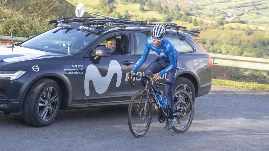 El equipo Movistar prepara la Vuelta a España en el Angliru