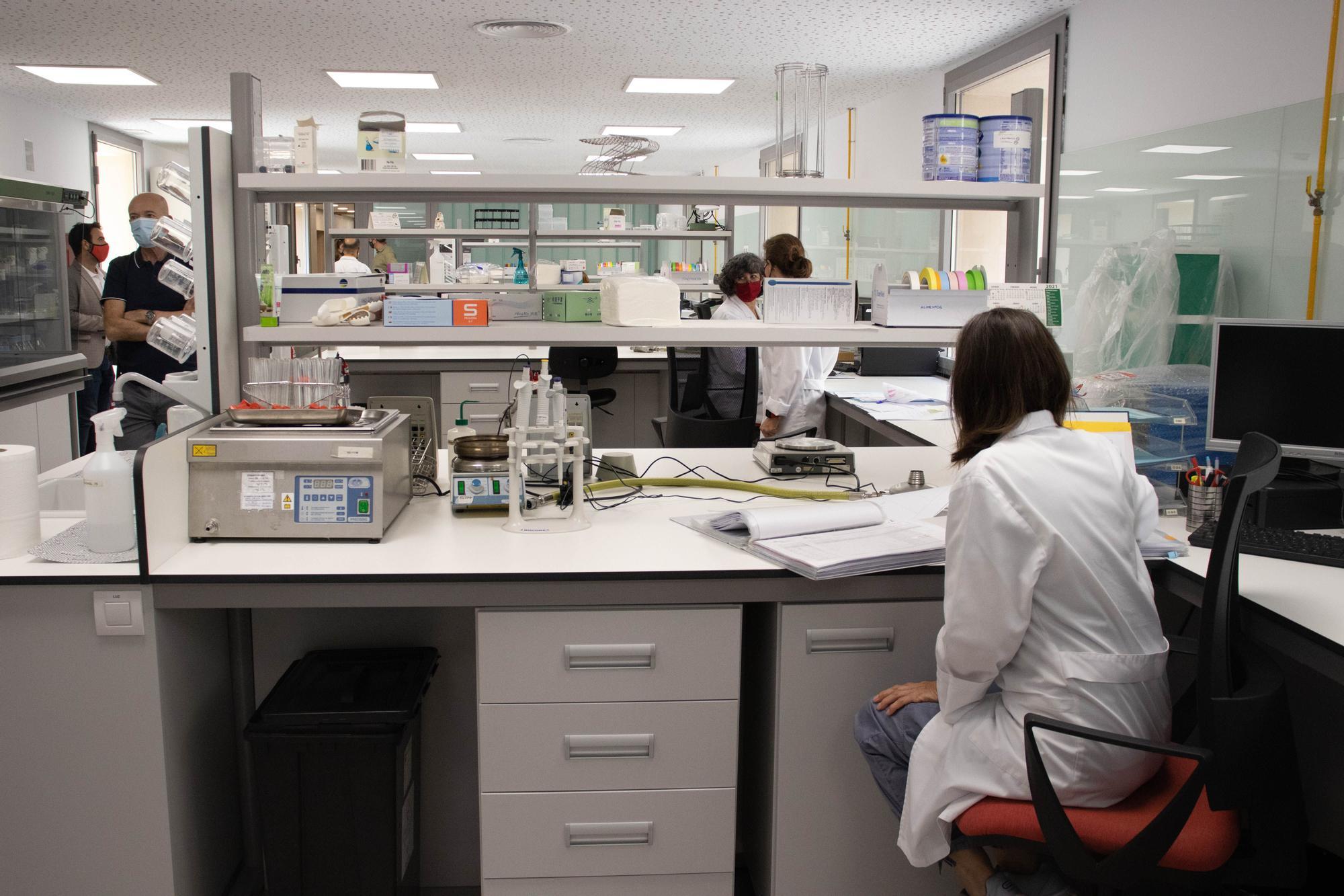 El renovado laboratorio de Salud Pública analizará 5.000 muestras