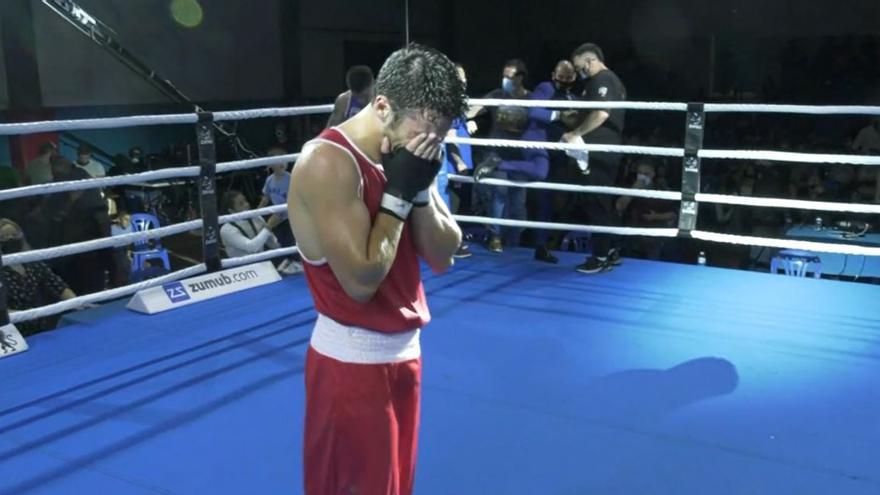 Noche de lágrimas para el boxeador olímpico de Elda