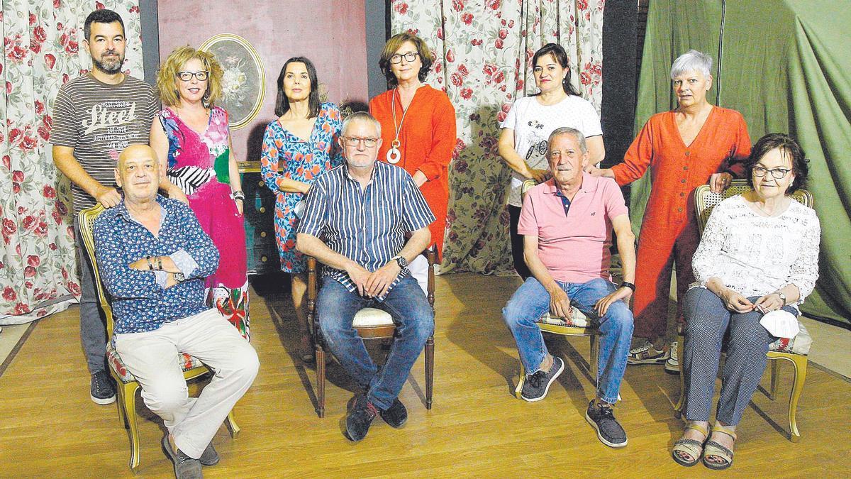 La compañía zaragozana Kairós Teatro en su local de ensayo en el barrio de Miralbueno.