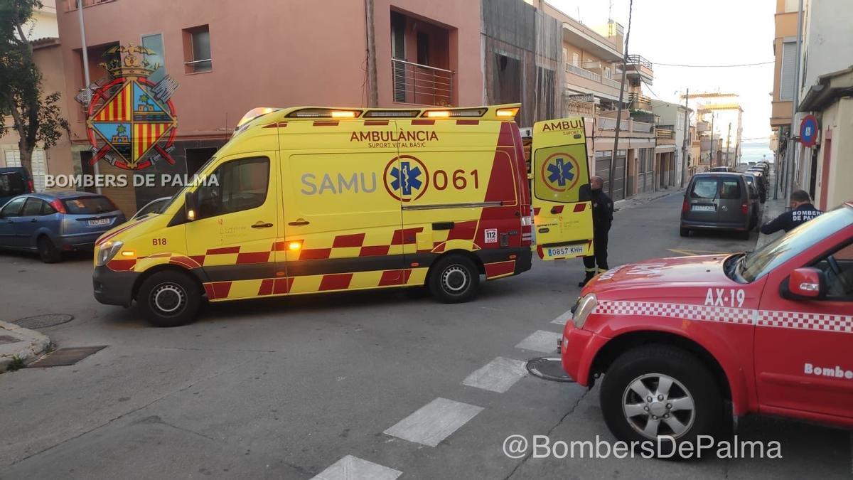 Bomberos y una ambulancia, en el lugar del suceso