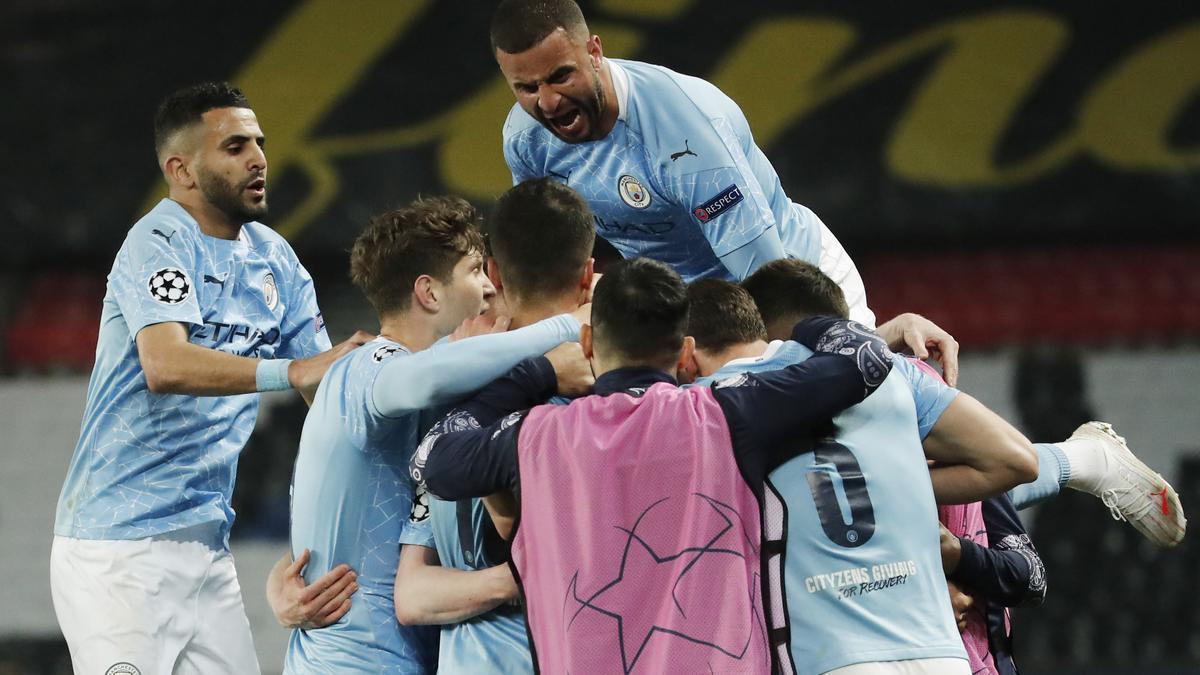 Los jugadores del Manchester City celebran el gol de Mahrez.