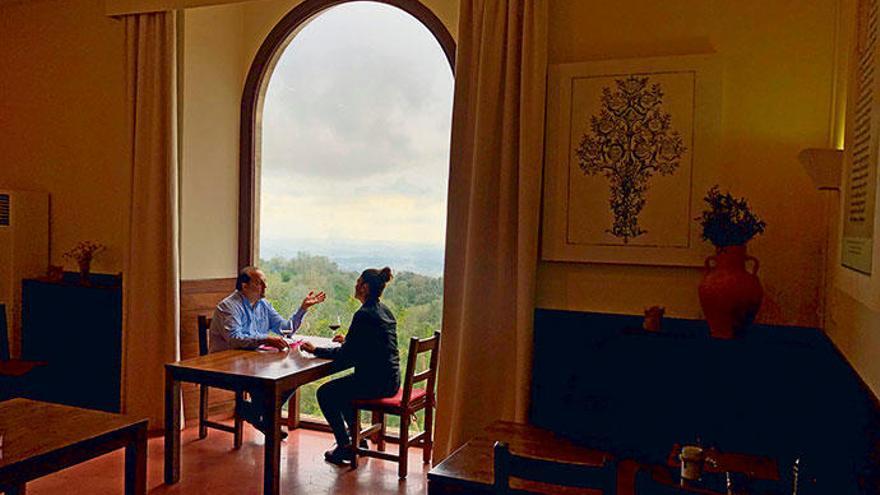Genuss in aller Ruhe im Restaurant des Klosters Santuari de Cura in Randa