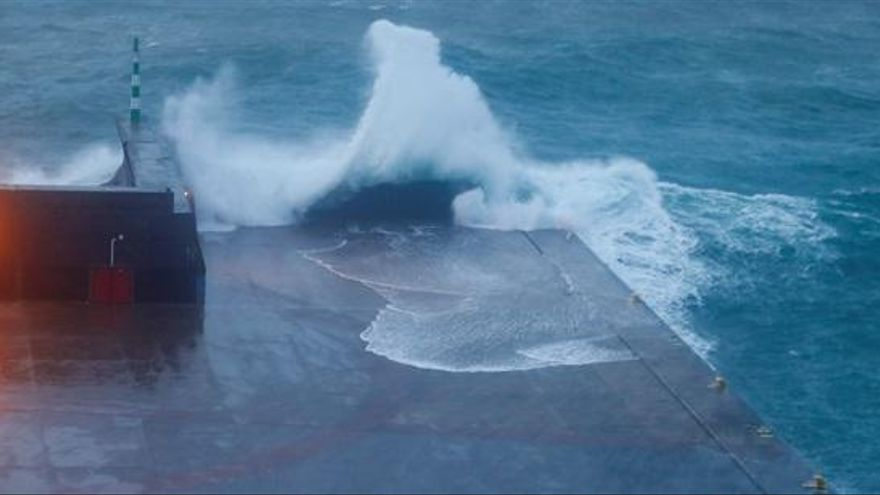 El huracán Lorenzo se aproxima a las Azores