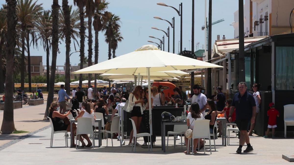 Los restaurantes de los paseos marítimos de València vuelven a abrir.