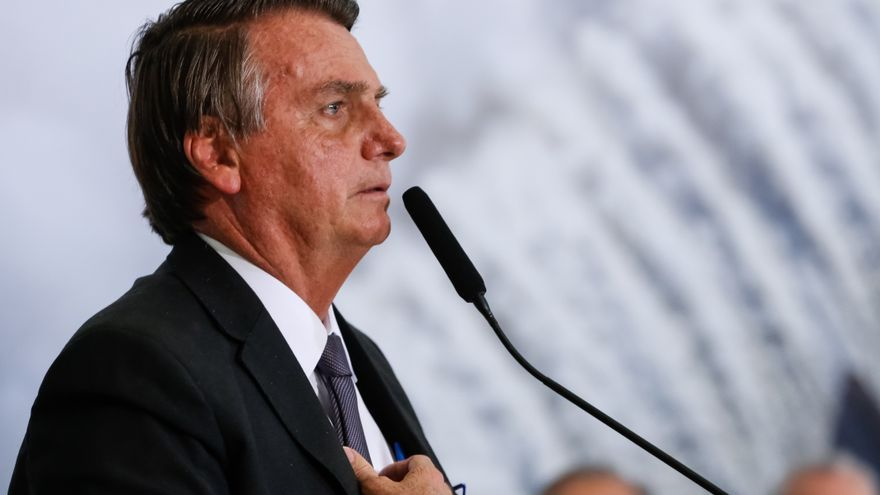 """Bolsonaro sigue su recuperación y promete estar """"en breve"""" de vuelta"""