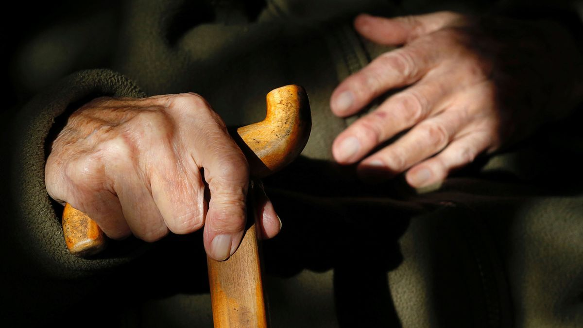 Las manos de un anciano