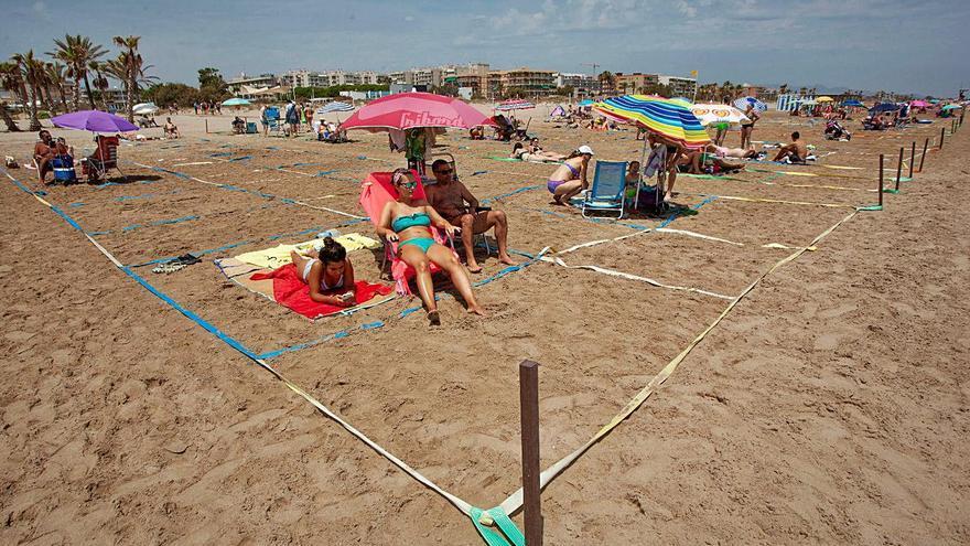Canet volverá a parcelar su playa este verano para evitar contagios de covid