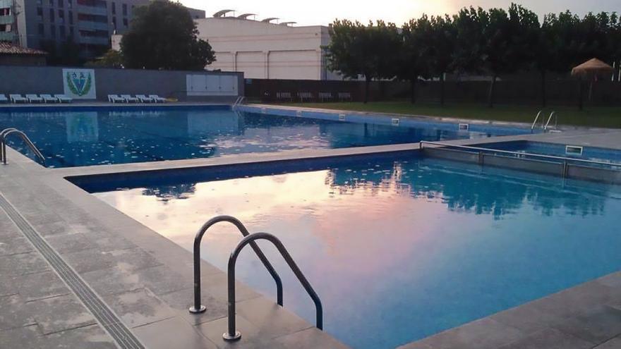 L'Ajuntament de Sallent es compromet a estudiar com oferir el servei públic de piscina d'estiu