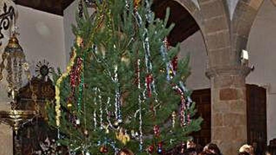 Celebración del Ramo en la iglesia de Nuez.