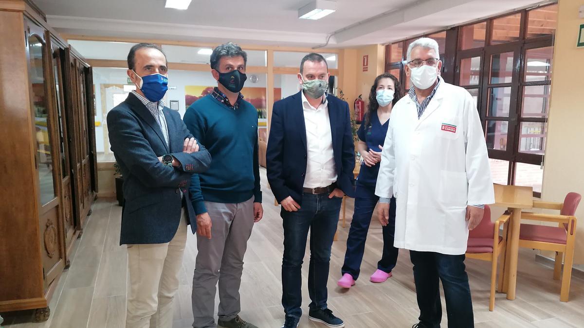 Autoridades provinciales y trabajadores de la residencia visitan las instalaciones