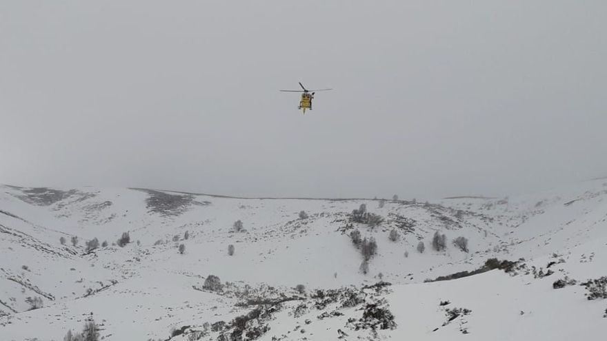 Evacuada una esquiadora lesionada mientras realizaba una travesía en Somiedo