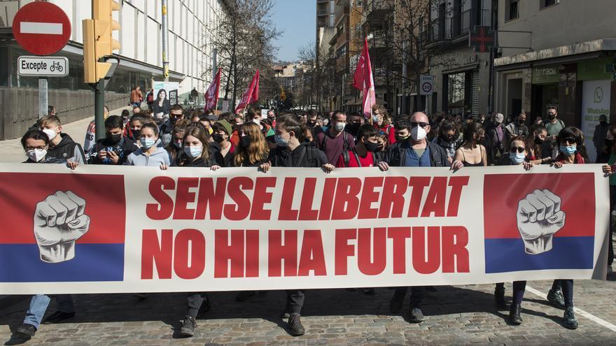 Cientos de personas se manifiestan en Barcelona en apoyo a Hasél