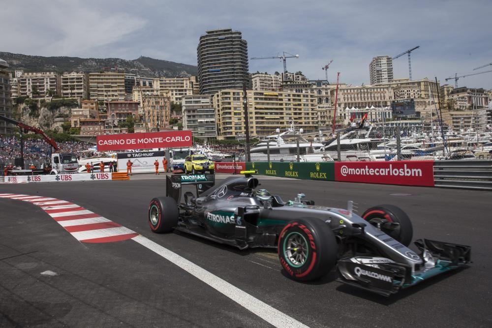 Mónaco supuso el primer triunfo del año para Hamilton en otra carrera sin suerte para Rosberg, que solo pudo ser séptimo tras un accidentado día en el circuito urbano.