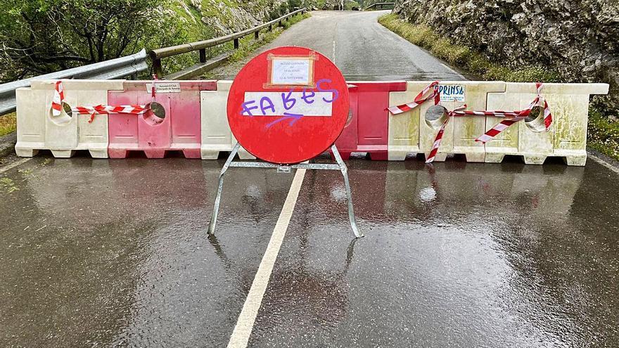 Cabrales afirma que el plan de transporte no supondrá cortes de los accesos por carretera