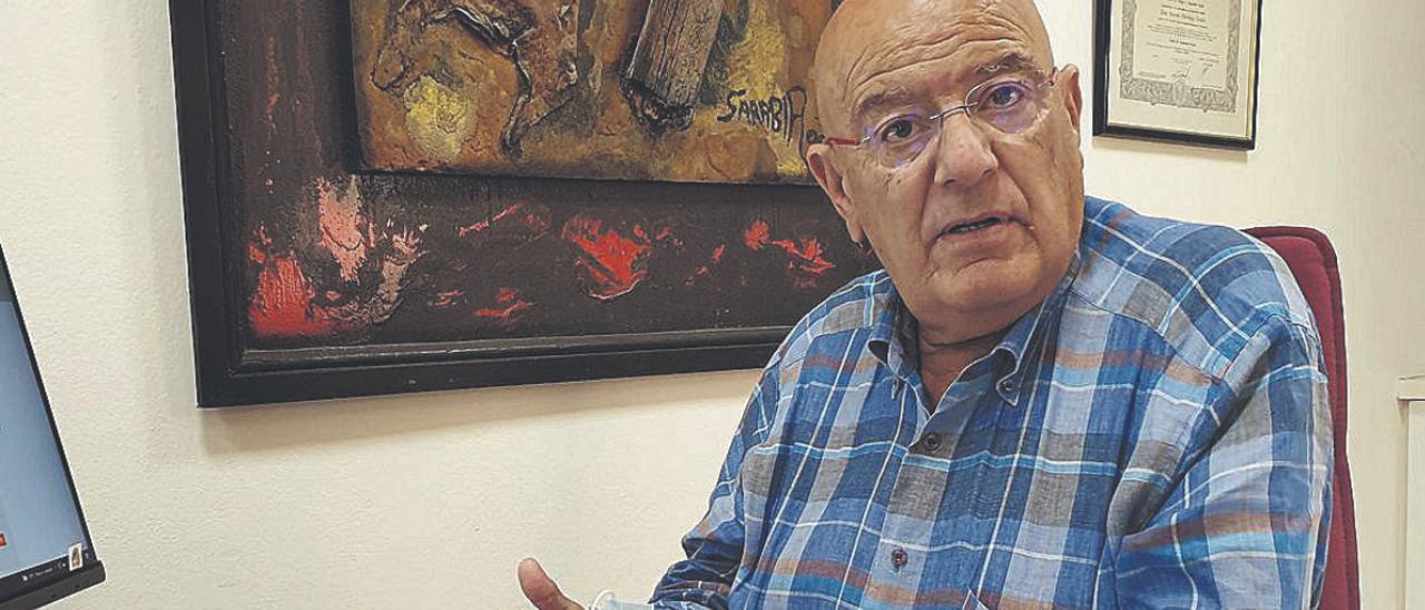 Antonio Hormiga, presidente de la patronal turística, en su despacho, ayer.     A.C.