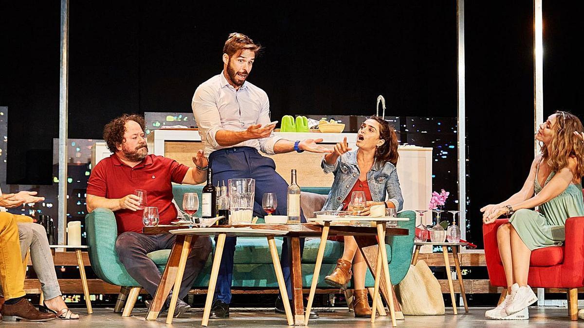 El morbo en línea de 'Perfectos  desconocidos' llena el Teatro Cuyás