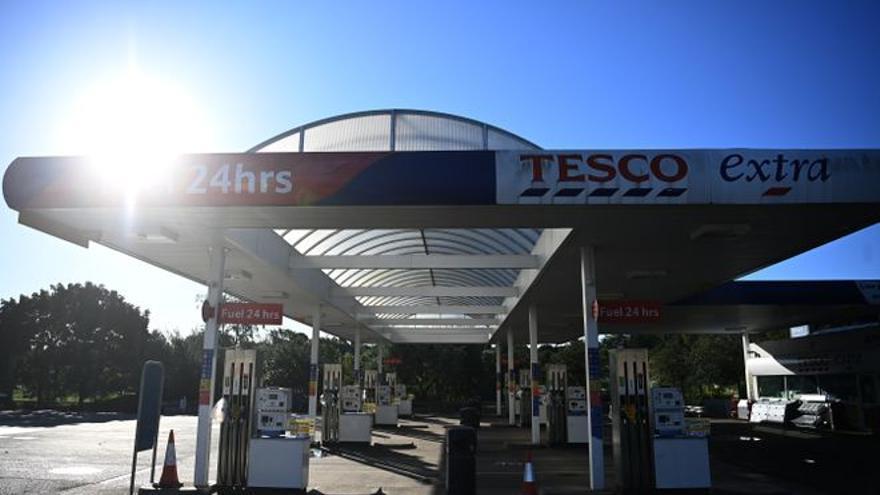 La demanda de gasolina sigue disparada en el Reino Unido, aunque mejora el suministro