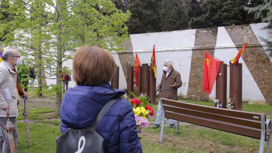 Flores en el 90 aniversario de la II República