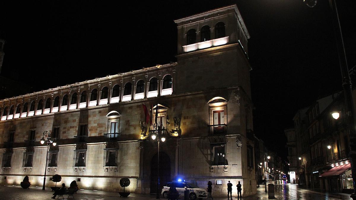 Coche patrulla de la Policía Local de León.