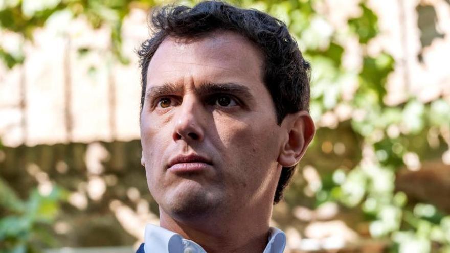 Rivera exige a Sánchez el cese de Torra