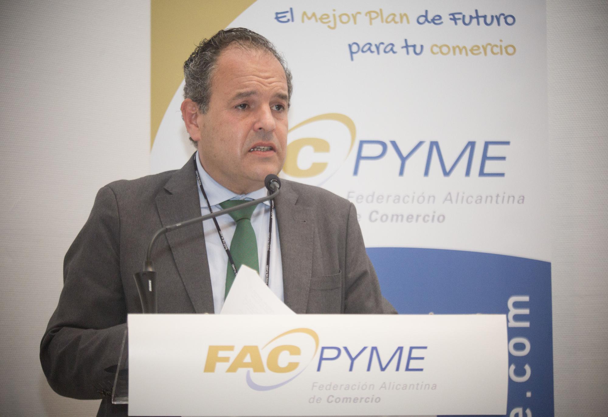 Estreno reivindicativo de Carlos Baño: pide un plan de rescate para el comercio