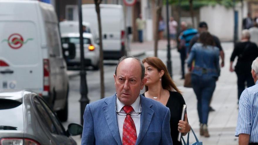 José María Tejero se sienta en el banquillo por una presunta estafa en la venta de un terreno