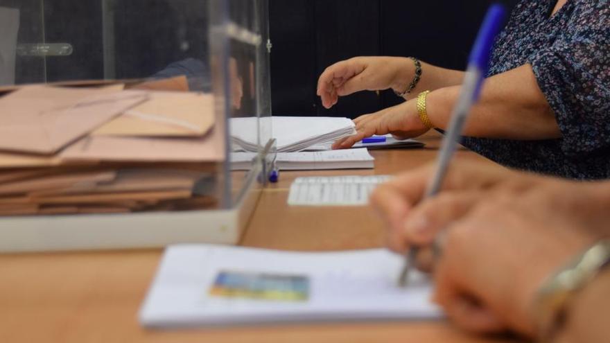 Pabellones, franjas de votación y EPI en las mesas: el plan anticovid del 14F