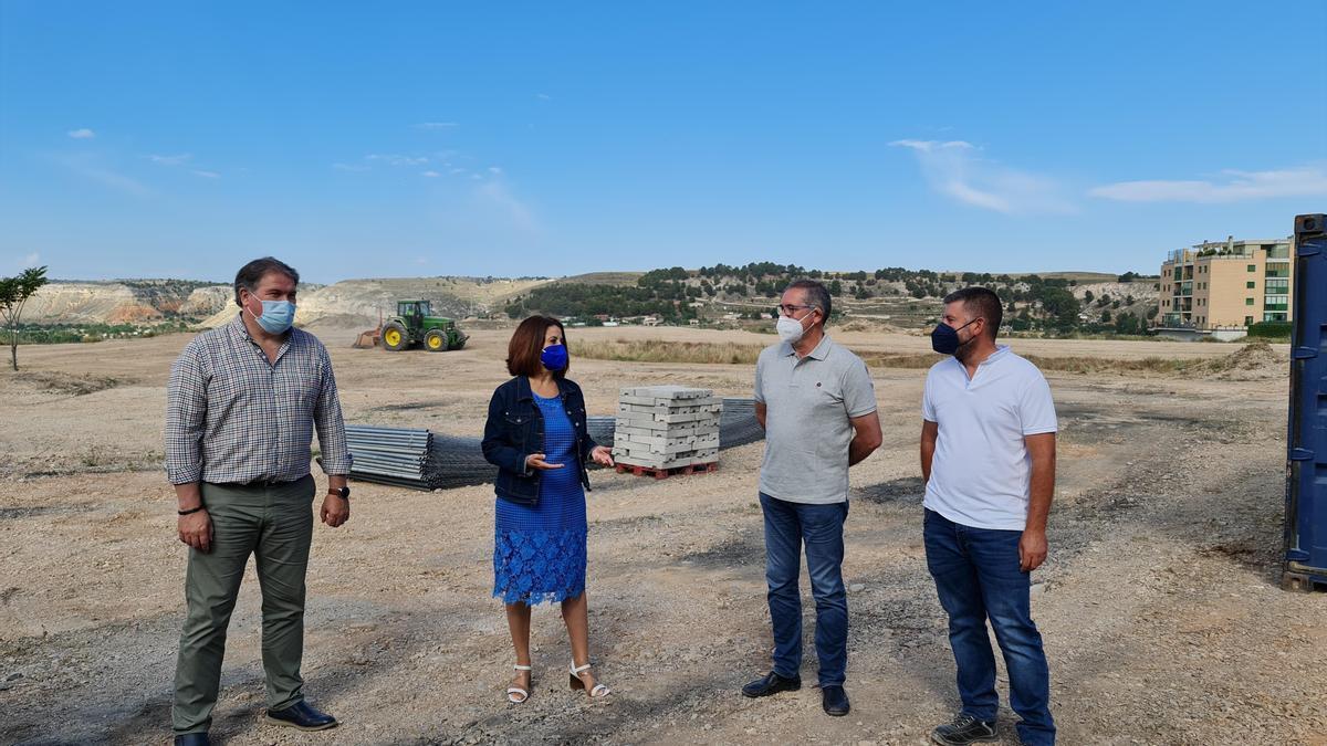 La alcaldesa de Teruel, Emma Buj, y el concejal de Infraestructuras, Juan Carlos Cruzado, han visitado los trabajos junto al director de obra, Ismael Villalba, y un representante de la empresa.