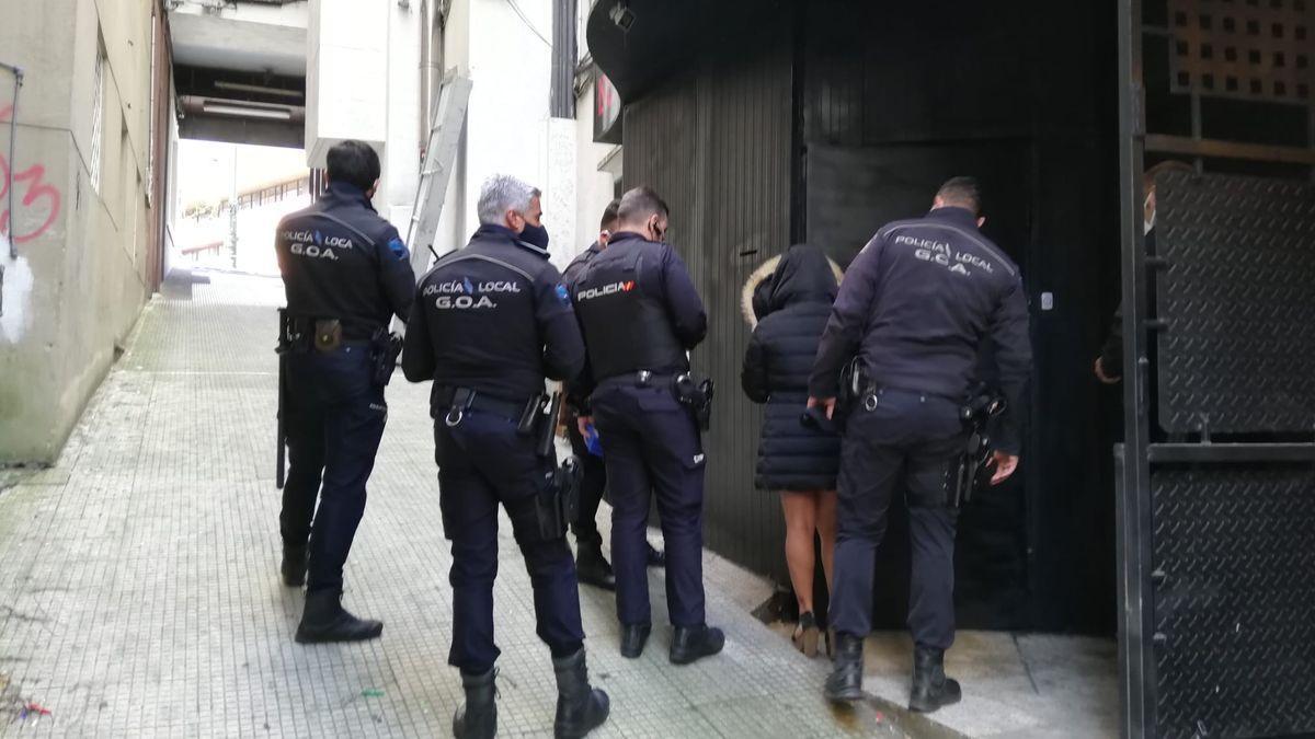 La Policía pone fin a una fiesta ilegal en un 'after' con veinte personas en el centro de Vigo