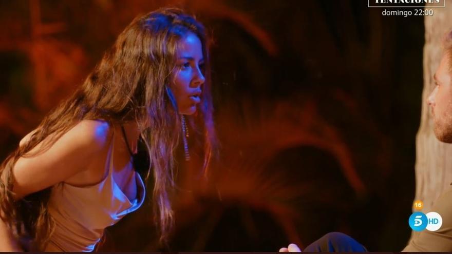 Melyssa y Tom, durante la hoguera de confrontación en la Isla de las Tentaciones.