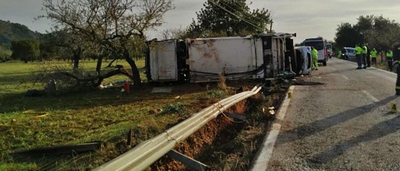 El camión en el que viajaban las dos víctimas volcó entre s'Esgleieta y Valldemossa.