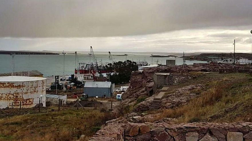 La crisis de precios 'amarra' los barcos gallegos de langostino en Argentina