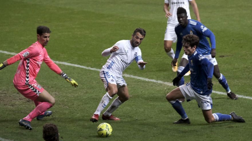 El Tenerife cae en un partido accidentado (4-2)