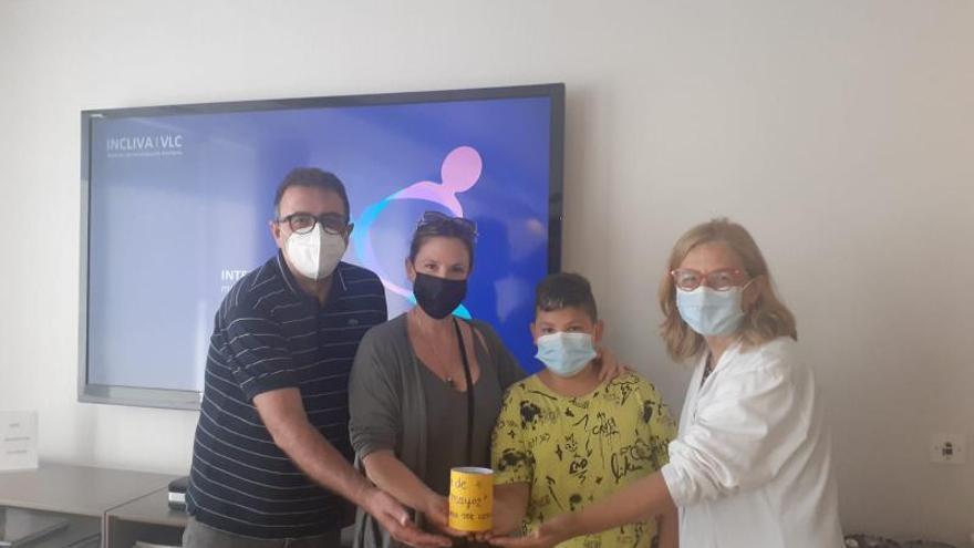 La activista de Xàbia contra el cáncer se alía con el Incliva en la investigación oncológica infantil